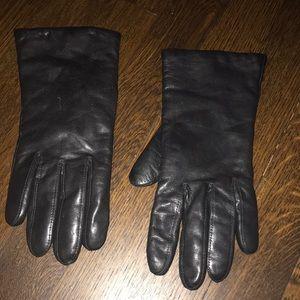 Wilson women's leather gloves